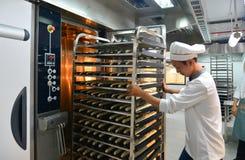 Gestelle des frisch gebackenen Brotes lizenzfreie stockfotos