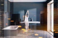Gestemde binnenland van de zolder het zwarte badkamers Stock Fotografie