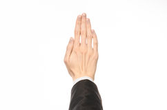 Gesten- und Geschäftsthema: Geschäftsmann zeigt Handzeichen mit einer Erstperson in einem schwarzen Anzug auf einem weißen lokali Lizenzfreie Stockbilder