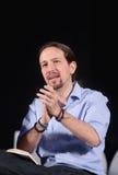 Gestes de Pablo Iglesias pendant le rassemblement de campagne Image stock