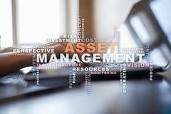 Gestión de activos en la pantalla virtual Concepto del asunto Nube de las palabras fotografía de archivo