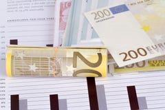 Gestión de la carta del gráfico con los billetes de banco euro Imagenes de archivo