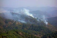 Gestión india de la quemadura del control del bosque de la montaña Fotos de archivo libres de regalías