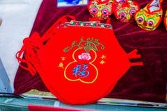 Gestickte Chinesisch-ähnliche Kastenbedeckung der Schuhe stockbild