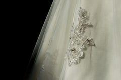 Gestickte Details über ein Hochzeitskleid Lizenzfreies Stockbild