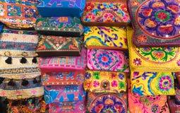 Gestickte Handtaschen und Geldbeutel, malaysische Andenken Lizenzfreies Stockbild