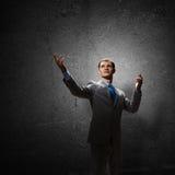 Gesticulando o homem de negócios Fotografia de Stock