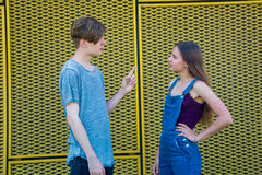 Gesticulating couple of teenagers in argument Royalty Free Stock Photos