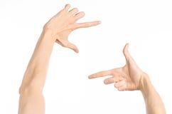 Gestikuliert Thema: menschliche Handzeichen, welche die Erstpersonenansicht lokalisiert auf weißem Hintergrund im Studio zeigen lizenzfreie stockfotos