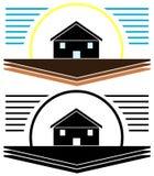 Gestileerd zwart huis in weide met geïsoleerde zon Stock Fotografie