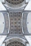 Gestileerde mening van Arc de Triomphe in Parijs zoals die wordt gezien van onder royalty-vrije stock foto