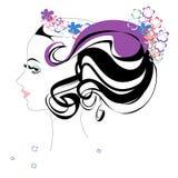 gestileerde mooie vrouw met bloemen Royalty-vrije Stock Fotografie