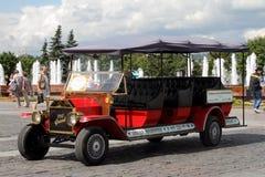 Gestileerde oldtimer voor reizende toeristen op Poklonnaya-Heuvel Royalty-vrije Stock Afbeelding