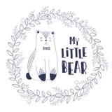 Gestileerde overzichtshand getrokken Illustratie van leuke beer met mijn klein beercitaat in donkerblauwe kleuren Ontwerp voor jo Stock Fotografie