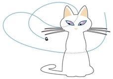 Gestileerde witte kat na een voorbijgaande vlieg met haar ogen Royalty-vrije Stock Foto