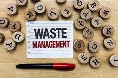 Gestion des déchets des textes d'écriture de Word Le concept d'affaires pour des actions exigées contrôlent le commencement de dé image stock