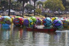 Gestione dei palloni a Los Angeles Macarthur Park Fotografia Stock