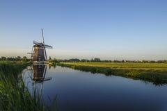Gestione delle acque olandese con i mulini a vento con il posto libero per il messaggio Fotografie Stock Libere da Diritti