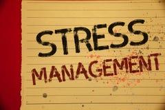 Gestione dello stress del testo della scrittura Pagina gialla piena w di colore di sanità di positività di rilassamento di terapi Fotografia Stock