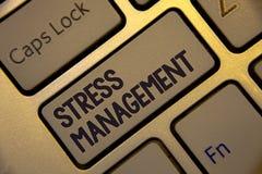 Gestione dello stress di scrittura del testo della scrittura Wi dorati della tastiera di sanità di positività di rilassamento di  Immagini Stock Libere da Diritti