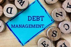Gestione di debito del testo di scrittura di parola Concetto di affari per l'accordo ufficiale fra un debitore e un creditore fotografie stock libere da diritti
