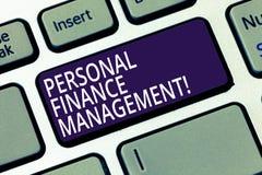 Gestione di finanza personale del testo di scrittura di parola Concetto di affari per reddito, spese e l'investimento analysisagi fotografia stock libera da diritti