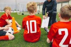 Gestione di giorno del gioco di calcio Gruppo di Coaching Youth Soccer della vettura immagine stock