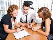 Gestionnaire avec des employés de bureau Image libre de droits