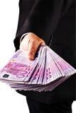 Gestionnaire avec un bon nombre de 500 euro billets de banque image stock