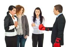 Gestionnaire ayant le conflit avec des employés photos stock