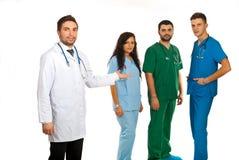 Gestionnaire d'hôpital et équipe de médecins Image libre de droits