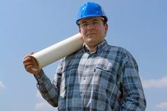 Gestionnaire de chantier de construction avec des plans de construction photographie stock