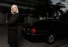 Gestionnaire femelle de limousine photographie stock