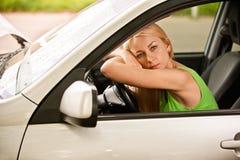 Gestionnaire-femme de véhicule à la roue Photos libres de droits