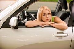 Gestionnaire-femme de véhicule à la roue Photo libre de droits