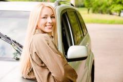 Gestionnaire-femme des sourires de véhicule Photo libre de droits