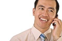 Gestionnaire heureux au téléphone photographie stock