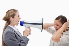 Gestionnaire hurlant à son collègue Image libre de droits