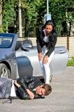 Gestionnaire knoched en bas du piéton photos libres de droits