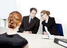Gestionnaires de personnel conduisant une entrevue Photos libres de droits