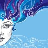Gestippeld half mooi vrouwengezicht met krullend haar op de blauwe achtergrond Concept de winter en vrouwelijke schoonheid in dot Royalty-vrije Stock Fotografie