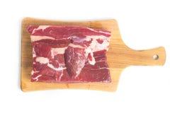 Gestoßenes Rindfleisch Brasilianer Carne-seca auf einem hölzernen Brett Lizenzfreie Stockfotos