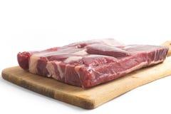 Gestoßenes Rindfleisch Brasilianer Carne-seca auf einem hölzernen Brett Stockfotos