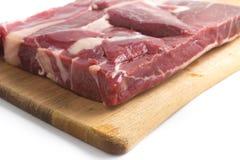 Gestoßenes Rindfleisch Brasilianer Carne-seca auf einem hölzernen Brett Lizenzfreie Stockbilder