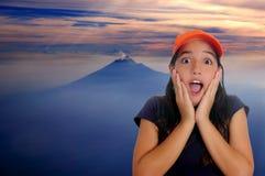 Gesto adolescente latino hermoso de la sorpresa de la muchacha Fotos de archivo libres de regalías