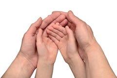 Gesto de la mano de la madre que cuida y del bebé Foto de archivo libre de regalías