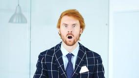 Gesto di scossa, sorpresa inattesa per l'uomo in barba fotografia stock