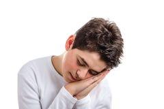 Gesto el dormir del muchacho caucásico con la piel acné-propensa Foto de archivo libre de regalías