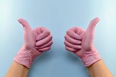 Gesto, focinho, com um polegar gloved acima imagens de stock royalty free