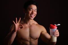 Gesto perfetto della barretta per la bevanda della proteina Immagine Stock Libera da Diritti